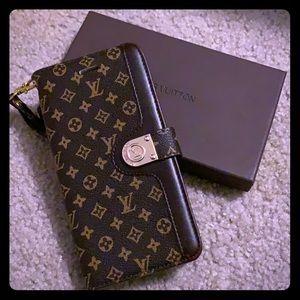 NEW!! Designer inspired wallet case for iPhone XR.
